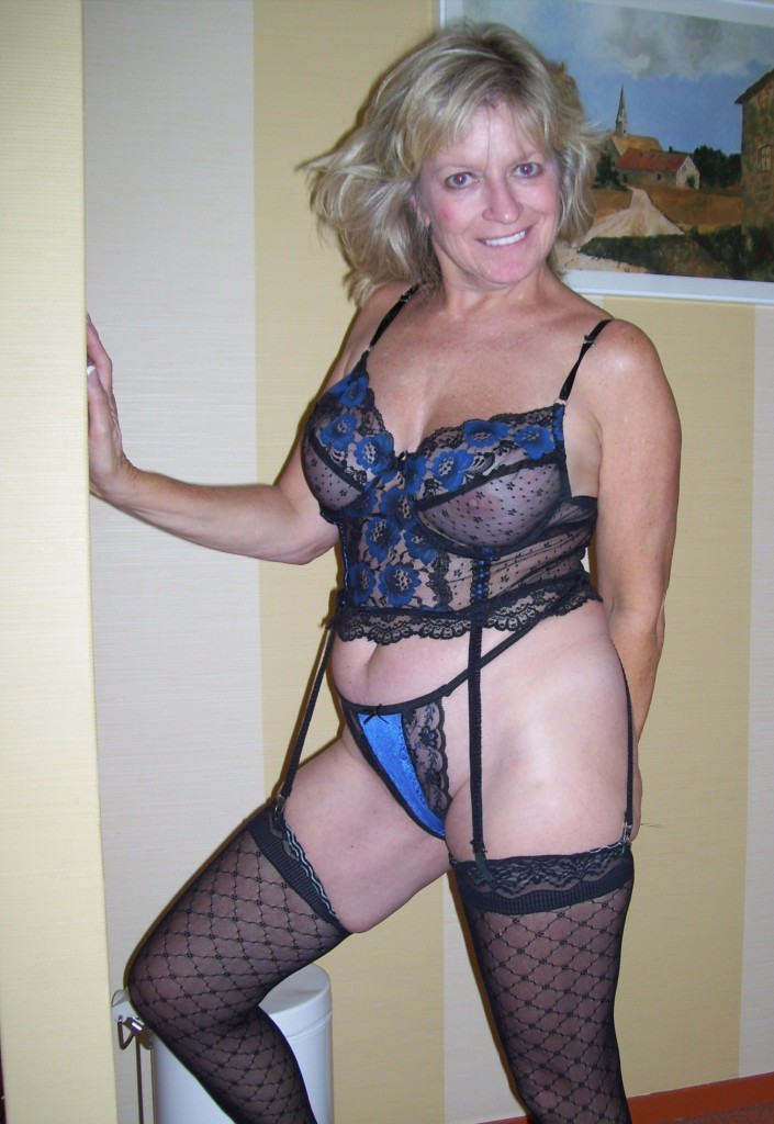 Mature Lingerie Thumbs 65